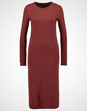 Storm & Marie KIKKI Strikket kjole total eclipse/red clay