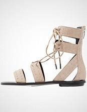 Kendall + Kylie FABIA Sandaler med ankelstøtte sand