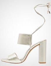 Kenneth Cole New York DESS Sandaler soft gold metallic