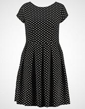 Closet Curves Sommerkjole black/white