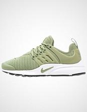Nike Sportswear AIR PRESTO Joggesko palm green/legion green/white