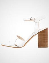 KIOMI Sandaler med høye hæler white