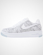 Nike Sportswear AIR FORCE 1 FLYKNIT LOW Joggesko white/black