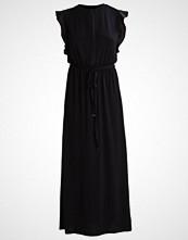 KIOMI Fotsid kjole black