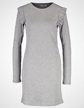 Pieces PCSASHA Strikket kjole medium grey melange