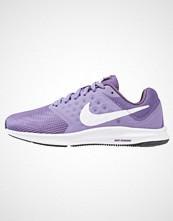 Nike Performance DOWNSHIFTER 7 Nøytrale løpesko purple earth/white/dark raisin