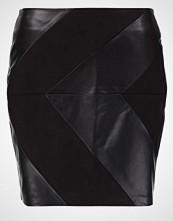 Vero Moda VMCONTRAST SAVE Miniskjørt black beauty