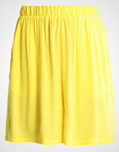 Minimum ANDEA Shorts bright yellow