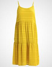 Lost Ink Plus Fotsid kjole yellow