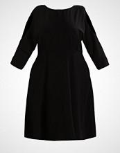 Closet Curves Sommerkjole black