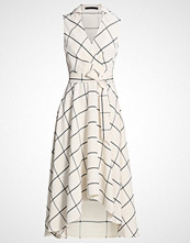 Karen Millen FLUID CHECKED  Fotsid kjole white