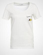 Only ONLTES Tshirts med print cloud dancer/lemon