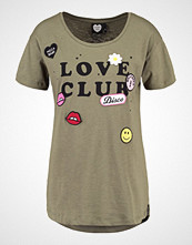 Catwalk Junkie DISCO Tshirts med print oilgreen