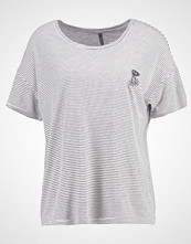 FREE|QUENT CINDIE Tshirts med print offwhite/black