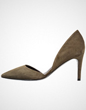 By Malene Birger PAXILOW Klassiske pumps olive