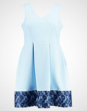 Closet Curves Sommerkjole light blue with navy lace