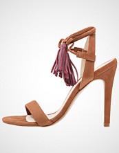 Mai Piu Senza Sandaler med høye hæler cognac