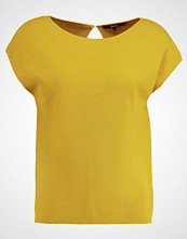 someday. TOSANNE Tshirts med print mute mustard