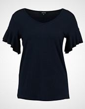 More & More Tshirts med print marine