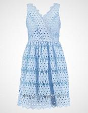 Glamorous Petite Sommerkjole ice blue
