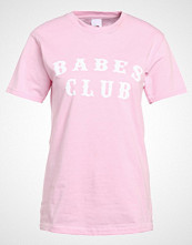 Missguided BABES CLUB  Tshirts med print pink