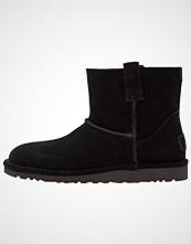 UGG Australia CLASSIC UNLINED MINI PERF Støvletter black