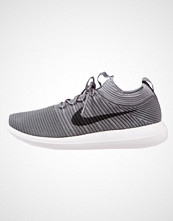 Nike Sportswear ROSHE TWO FLYKNIT V2 Joggesko dark grey/black/cool grey/white