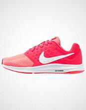 Nike Performance DOWNSHIFTER 7 Nøytrale løpesko siren red/white/black
