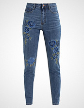 Missguided RIOT FLORAL EMBROIDERED Slim fit jeans blue