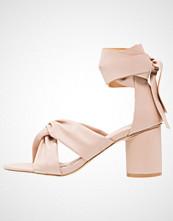 Glamorous Sandaler nude