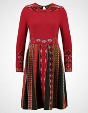 Ivko INTARISA  Strikket kjole red
