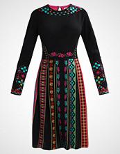 Ivko INTARISA  Strikket kjole schwarz