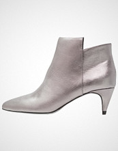 KIOMI Ankelboots grey