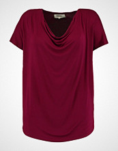 Zalando Essentials Curvy Tshirts med print dark red