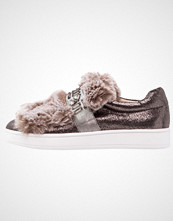 Buffalo Slippers shiny pewter