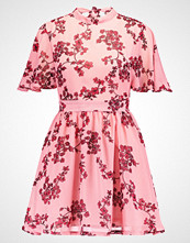 Missguided Petite FLORAL BASE TEA TIE BACK NECK Sommerkjole light pink