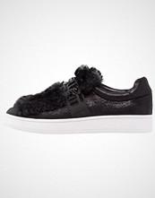 Buffalo Slippers shiny black