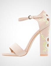 BEBO BERMUDA Sandaler med høye hæler nude