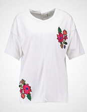 Missguided EMBROIDERED FLORAL  Tshirts med print white