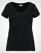 Zalando Essentials Curvy Tshirts black