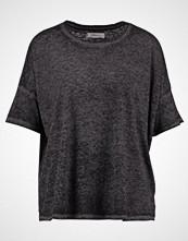 Moss Copenhagen BANNER FLEX  Tshirts black melange