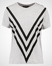 Moss Copenhagen CHEVRON ADDI  Tshirts med print light grey melange/black