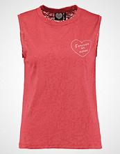 Catwalk Junkie CHERRY BOMB Tshirts med print raspberry