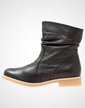 KMB CLOTY CAMEL Støvletter black