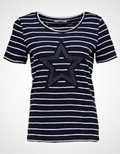 comma casual identity Tshirts med print blue