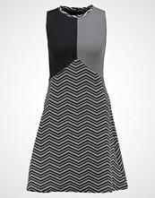 SMASH CHAMBER Strikket kjole grey