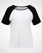 Noisy May NMGRADU RAGLAN  Tshirts med print bright white/black