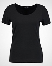 More & More Tshirts black