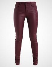 Vila VICOMMIT NEW COATED Jeans Skinny Fit bordeaux