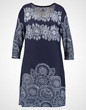 Anna Field Curvy Strikket kjole  white/dark blue